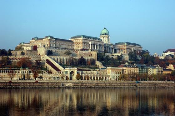 Der Burgpalast: der ehemalige Königspalast und das größte Gebäude Ungarns.