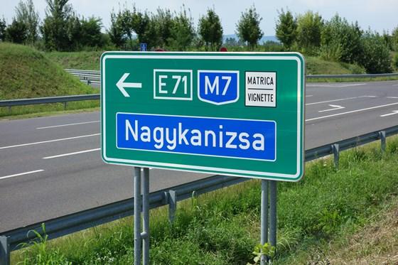 Wer in Ungarn die Autobahnen benutzen möchte, muss sein Auto elektronisch registrieren lassen (E-Vignette).