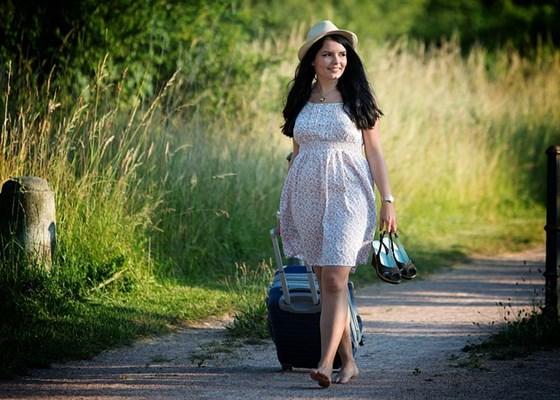 Auf Reisen ist einfache und praktische Kleidung sinnvoll.