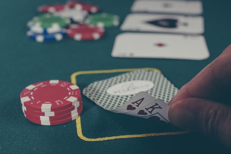 Auch beim Pokern erzielte Gewinne bleiben steuerfrei.