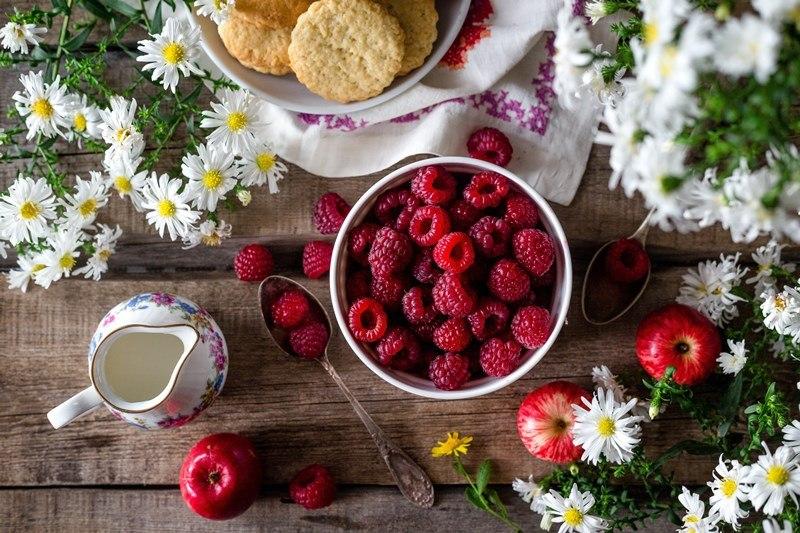 Obst auf Tisch angerichtet