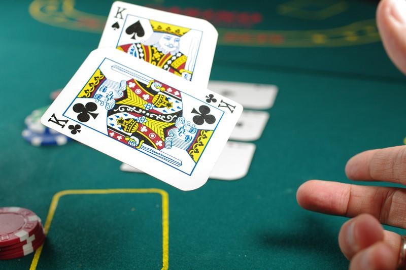 Karten spielen im Casino