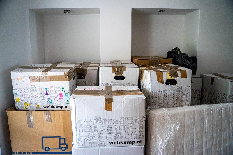 Gepackte Umzugskartons in einer Wohnung