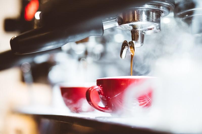 Zubereitung eines frischen Espressos