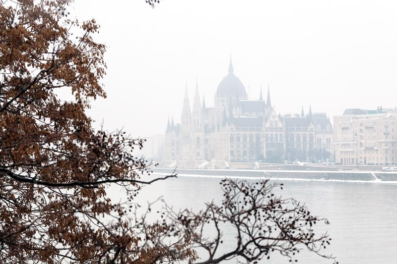 Das ungarische Parlament in Ungarn im Winter