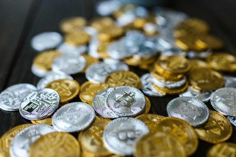 zahlreiche Bitcoin Münzen