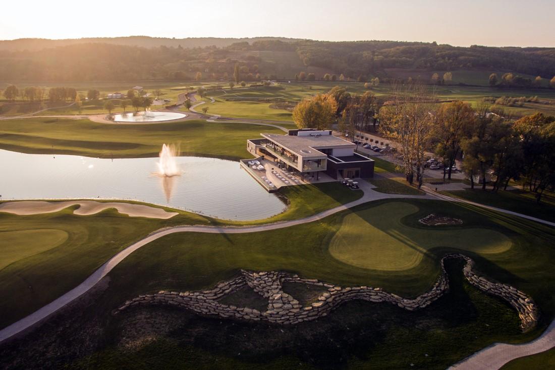 Das Zala Springs Golf Resort in den Abendstunden